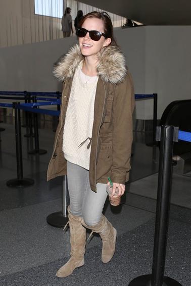 Le 12/04/13 Emma à été aperçu à l'aéroport de LAX à Los Angeles , elle arriveait de New York. J'ai un grand coup de coeur pour sa tenue!!! Vos avis? .