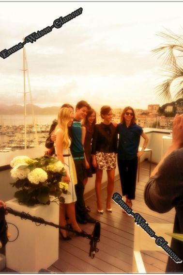 Comme vous le savez , je suis en ce moment même a Canne , en attendant mes photos , je vous poste déja les news d'Emma a Cannes ! <3