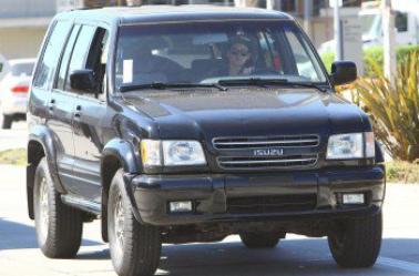 Nouvelles photos HQ de Kristen Stewart conduisant à Los Angeles ( 14 Février 2014 )