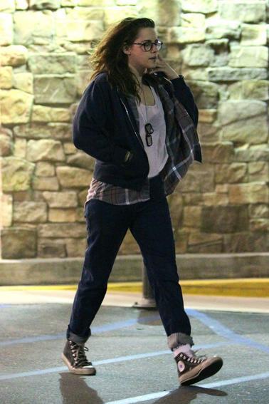 Nouvelles photos de Kristen Stewart dans une épicerie à Los Angeles ( 26 Mars 2014 )