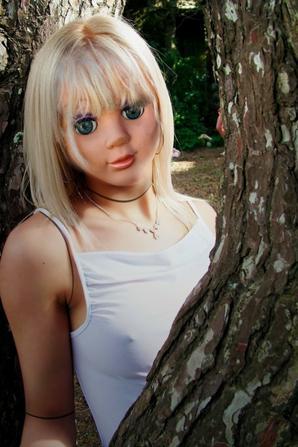 living doll / poupée vivante