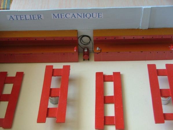 vue sur l/atelier de réparations mécaniques et le compresseur