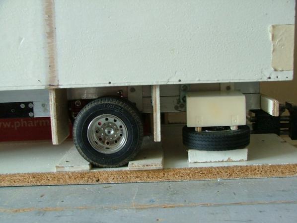 pose des ailles et montage a blanc du coffre et de la roue de secour