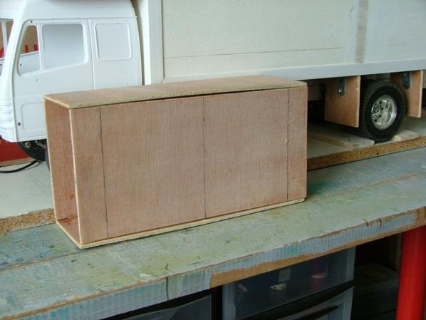fabrication d/une armoire  pour mettre dans le camion