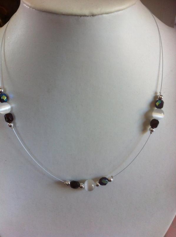 Boucles d'oreille et collier