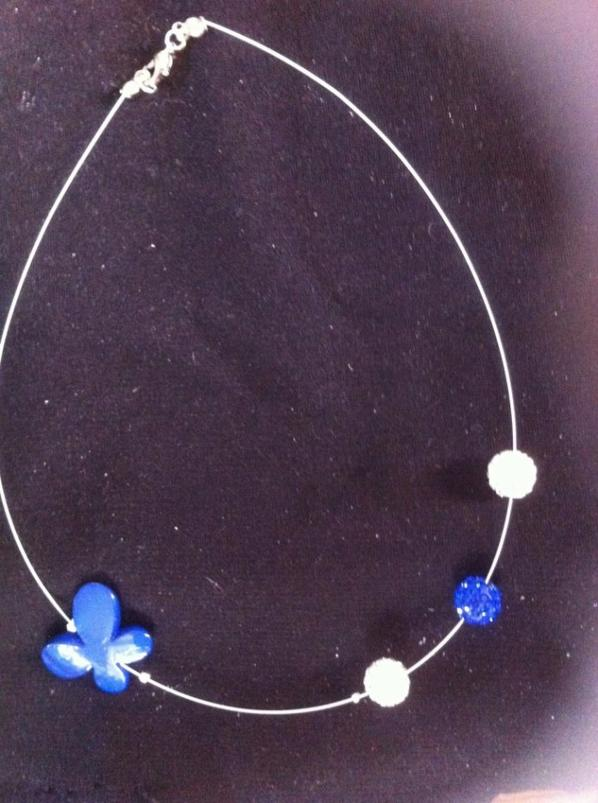 Collier papillon bleu