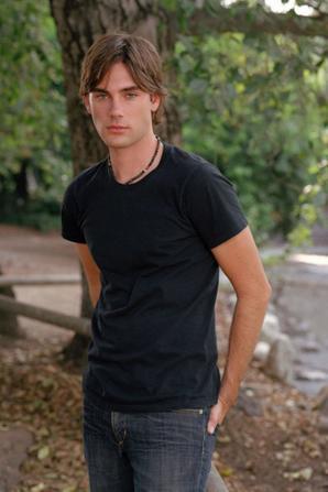 Drew Fuller de Charmed super beau mec j'adore !!!!!