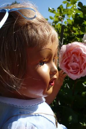 MARIE-ANNE AUSSI AIME LES ROSES...
