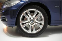 BMW 330I touring Kyosho 1/18