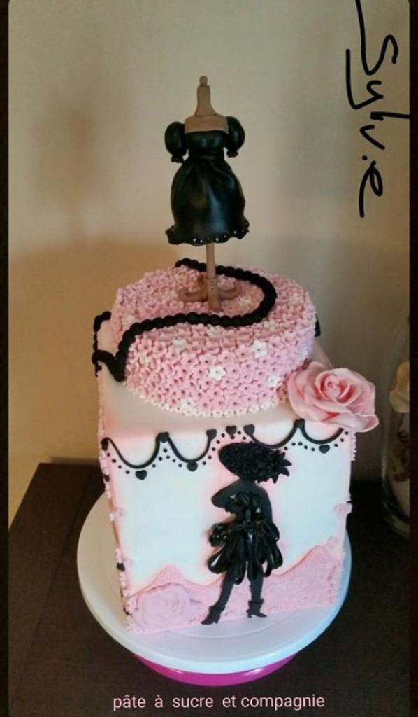 cake design, sur le theme de la petite robe noir de guerlain ( sylvie piot)