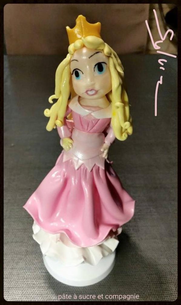 """figurine Aurore """" la belle au bois dormant """" en pate a sucre """""""