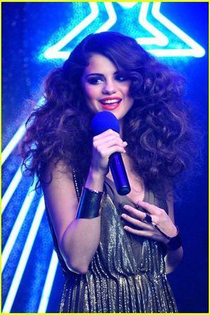 """Selena loves you """" like a song"""""""