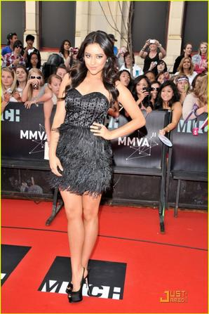 Shay Mitchell at the Red Carpet of MMVA