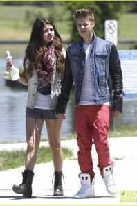 Justin Bieber & Selena Gomez in the street