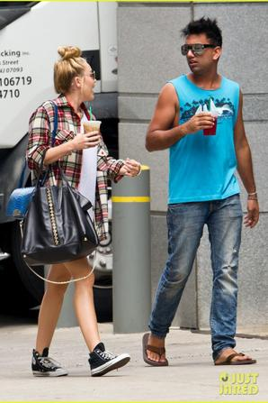 Miley Cyrus: Shopping & Starbuck