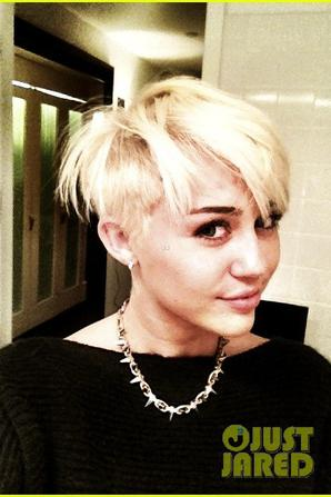 BREAKING NEWS : New hair for Miley Cyrus