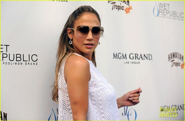 Jennifer Lopez: Wet Republic Pool Appearance!