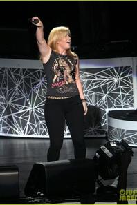 Kelly Clarkson: On the stage
