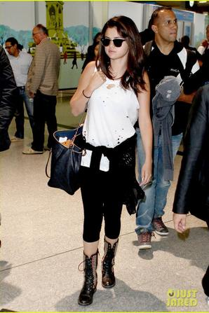 Selena Gomez: Arrives at Charles de Gaulle Airport '