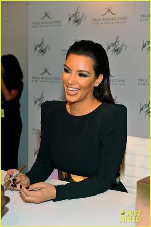 Kim Kardashian: Perfume Signing for Fashion's Night Out!