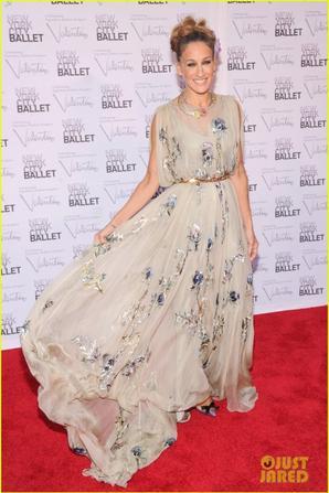 Anne Hathaway & Sarah Jessica Parker: NYC Ballet Gala!