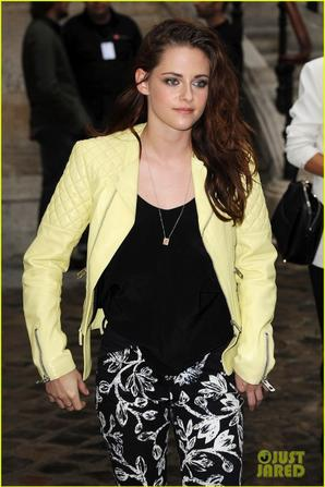 Kristen Stewart: Balenciaga Paris Fashion Week Show!