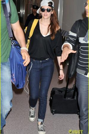 Kristen Stewart Touches Down in Japan!