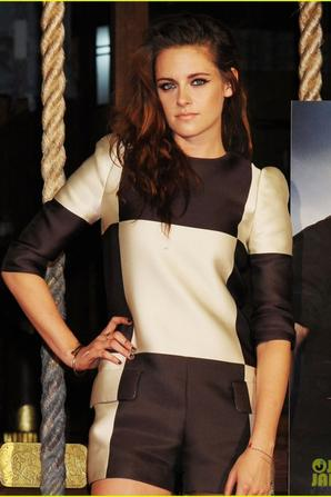 Kristen Stewart: 'Twilight Saga: Breaking Dawn - Part 2' Tokyo Photo Call!
