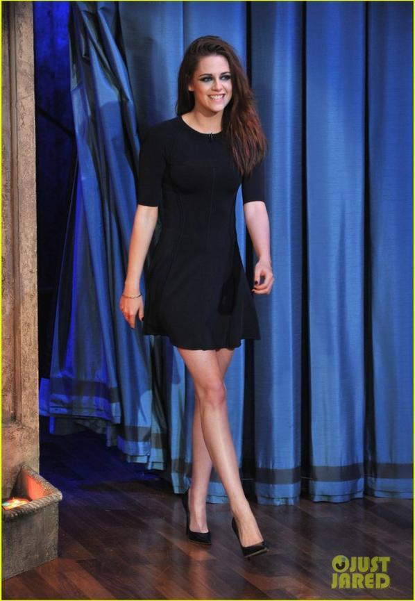 Kristen Stewart: Barefoot on 'Late Night with Jimmy Fallon'!