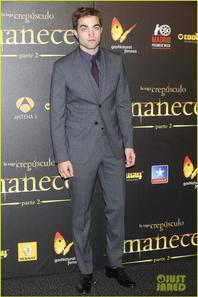 Kristen Stewart & Robert Pattinson: 'Breaking Dawn' Madrid Premiere!