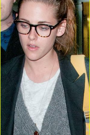Kristen Stewart & Robert Pattinson: Day After Thanksgiving Traveling!