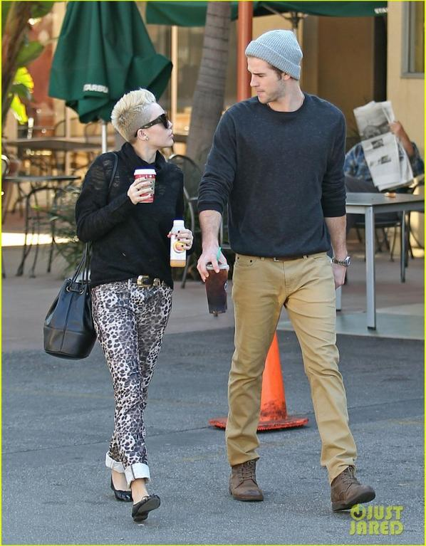 Miley Cyrus & Liam Hemsworth: Holding Hands at Starbucks!