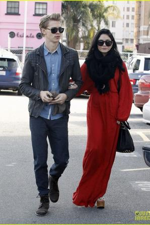 Vanessa Hudgens & Austin Butler: Church Going Couple!