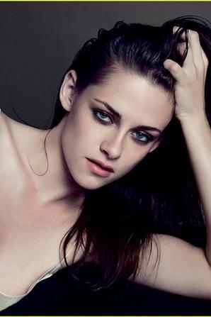 """Kristen Stewart Covers """"V"""""""