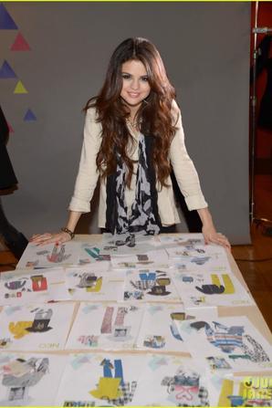 Selena Gomez: Adidas Neo Label Fashion Show in NYC!