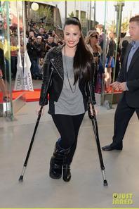 Demi Lovato: Topshop Grand Opening!
