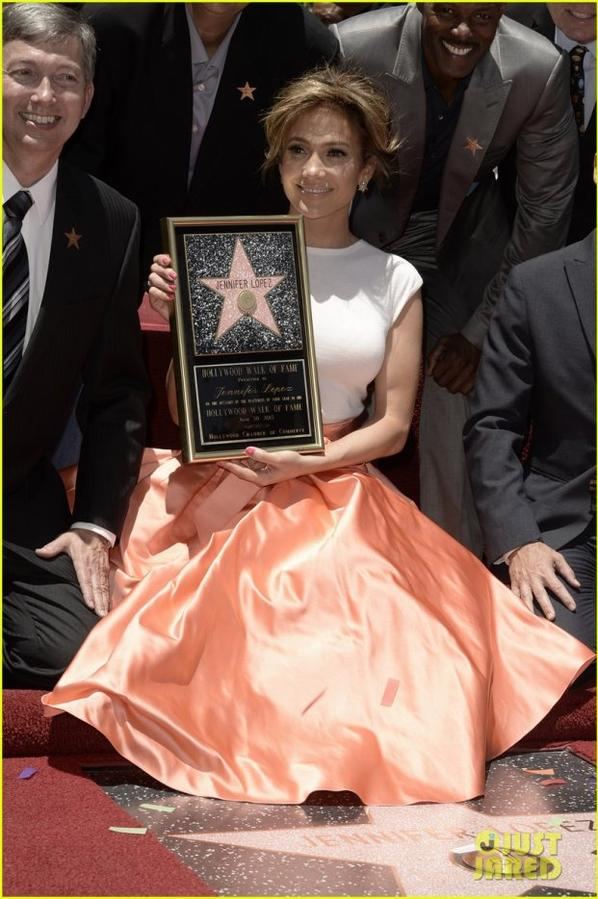 Jennifer Lopez Receives Star on Hollywood Walk of Fame!