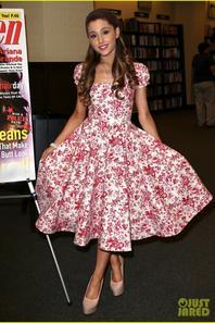 Ariana Grande: 'Seventeen' Magazine Signing!
