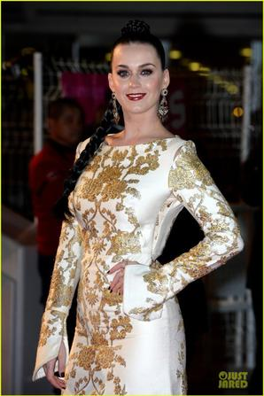 Katy Perry: Golden Girl at NRJ Music Awards 2013!
