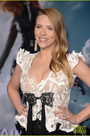 Scarlett Johansson :'Captain America 2' Premiere!