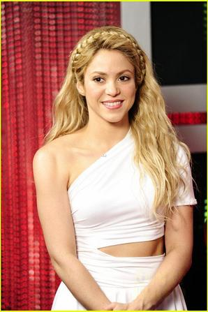 Shakira: Hero Award Winner at Radio Disney Music Awards 2014