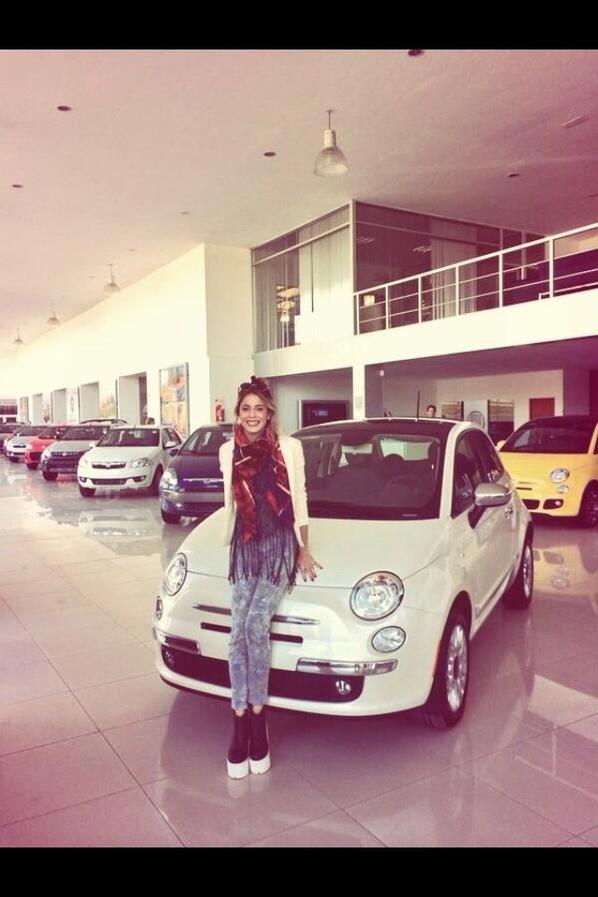 Tini et sa voiture pour son anniversaire !!!