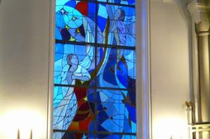 113 - Vues de nuit sur le choeur ,ensuite de l'intérieur avec l'église éclaiirée avec son choeur et ses avants choeur, ainsi que le transept gauche ..