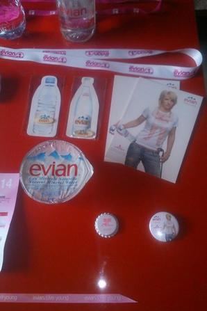 Séverine Ruffier je vous remercie encore pour tous ces cadeaux Evian ça me fait super plaisir.