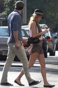 CANDID 07/07 : Blake Lively et Ryan Reynolds : des amoureux discrets sous le soleil de Louisiane !