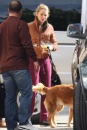 CANDID 18/10 : Blake étais (comme a son habitude) sur le tournage de Gossip girl.