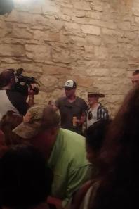 Stephen et des fans dans un bar à Austin avant hier soir !