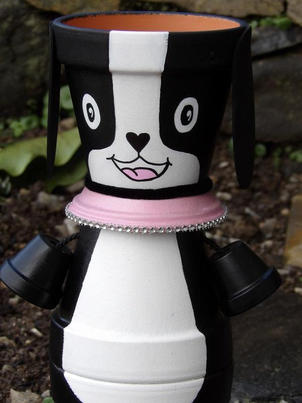 le chien noir et blanc