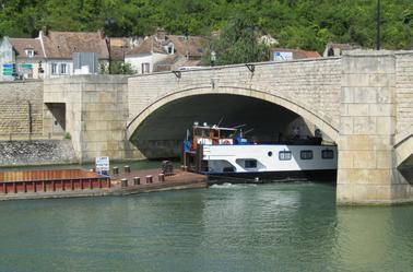 ALSACE et ses barges.........MONTEREAU.............MAI 2017