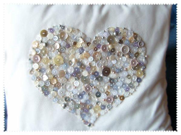 Coussin Coeur, Boutons, Perles et Paillettes.